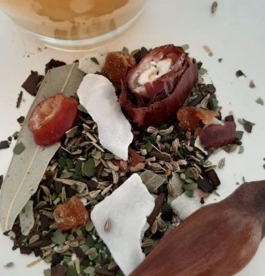 Flor de pinhão - Mate pura folha, chá mate, pinhão, coco, damasco, erva doce e eucalipto 30g
