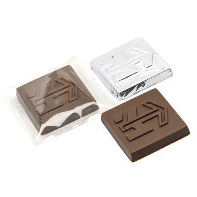 TABLETE DE CHOCOLATE PERSONALIZADO EM RELEVO, MEDINDO 3,5 X 3,5 CM,  EMBALADO COM PAPEL CHUMBO.