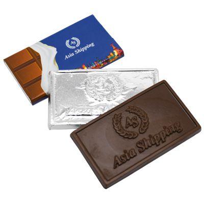 TABLETE DE CHOCOLATE EM RELEVO, MEDINDO 3,0 X 6 CM,  COM INVÓLUCRO PERSONALIZADO.