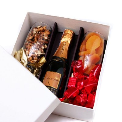KIT BABY CHANDON + 2 TAÇAS COM NOZES E DAMASCO E 12 BOMBONS
