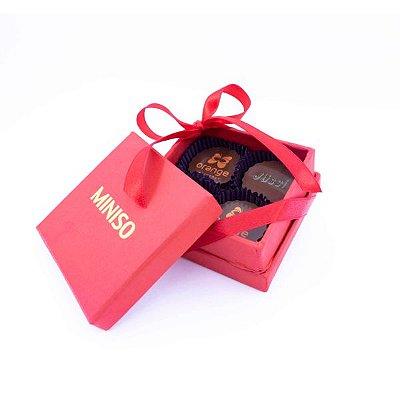 Caixa Rígida Personalizada 01 Cor com  4 Bombons Personalizados 01 Cor + Laço