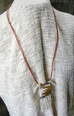Colar Mini Têxtil Musgo & Branco