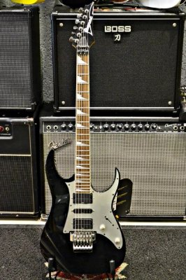 Guitarra Ibanez preta RG séries