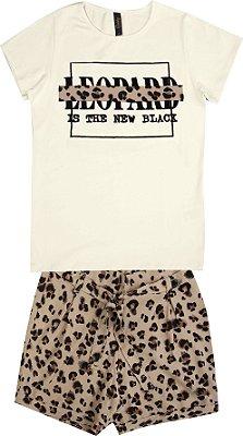 Conjunto com Blusa Estampada Leopard e Short Bege