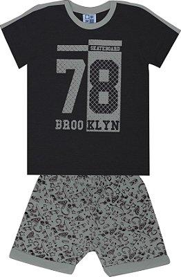 Conjunto de Camiseta em Meia Malha Brookilyn e Bermuda em Moletom Preto