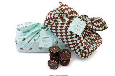 Marmita com 15 forminhas de chocolate recheada com brigadeiro -  tradicional (45% cacau)