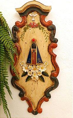Quadro Decoratipvo Nossa Senhora Aparecida Madeira Entalhado e Pintado a Mão 47cm