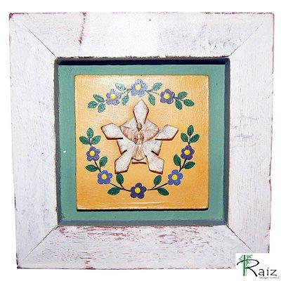 Quadro Divino Espírito Santo com Flores Rústico Encerado Pátina Branca Fundo Verde (17x17x2)cm