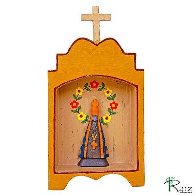 Oratório Nossa Senhora Aparecida Madeira para Mesa\Parede Amarelo 24cm