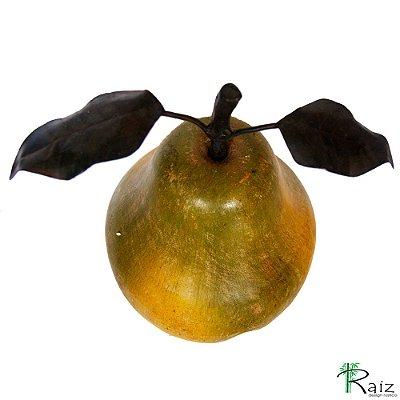 Fruta Decorativa de Mesa Pera de Madeira Maciça e Caule com Folhas de Ferro (26x21x17)cm