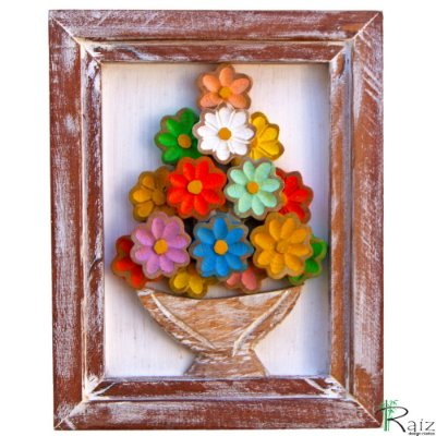 Quadro Vaso de Flores Coloridas Fundo Branco Rústico