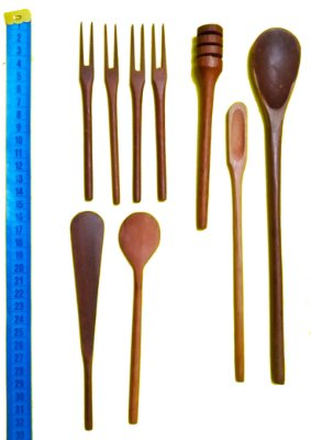 Kit 2 colheres de Pau de Madeira 4 Ganchos, 2 Espátulas, 1 Pega mel, 1 Pimenteira e 1 Colher Tradicional P