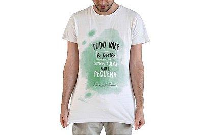 """Camiseta Fernando Pessoa """"Tudo Vale A Pena Quando A Alma Não É Pequena!"""""""