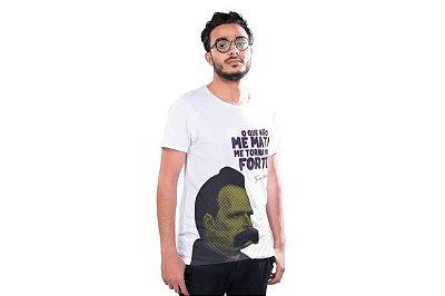 """Camiseta Nietzsche """"O Que Não Me Mata, Me Torna Mais Forte!"""""""