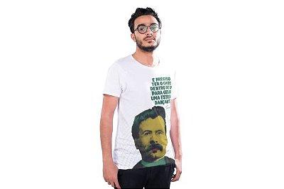 """Camiseta Nietzsche """"É Preciso Ter O Caos Dentro de Si Para Gerar Uma Estrela Dançante"""""""