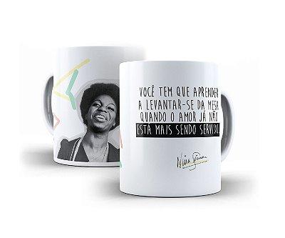 """Caneca Nina Simone """"Você Tem Que Aprender A Levantar-Se Da Mesa..."""""""