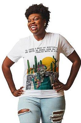 """Camiseta Carolina Maria de Jesus """"Comigo O Mundo Vai Modificar-se. Não Gosto Do Mundo Como Ele É."""""""