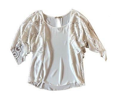 Blusa Branca com Renda Elementais