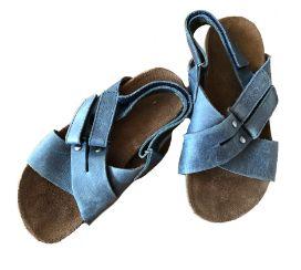 Sandália em Couro Azul Marinho Tip Toey Joey