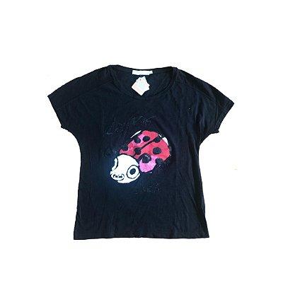 Camiseta Preta Joaninha Cris Barros