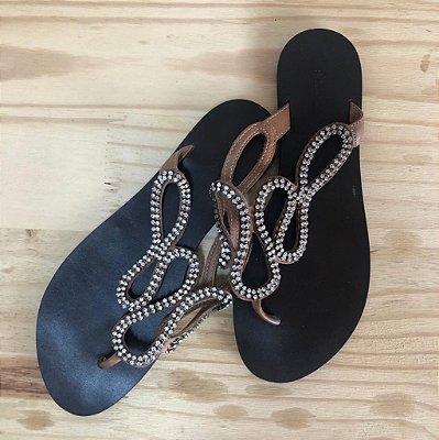 Rasteira (tipo chinelo) com strass Shoestock