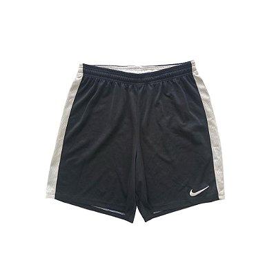 Shorts Nike Infantil Preto com faixa lateral Branca