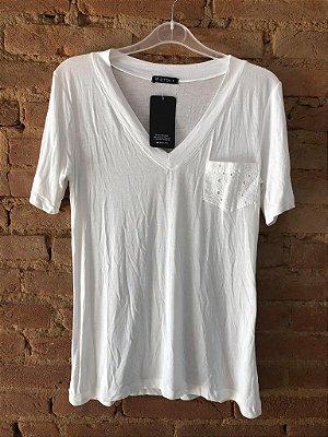 Camiseta Podrinha Branca com Bolso