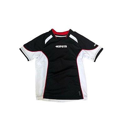 Camiseta KIPISTA Infantil Dri Fit  Preta com Recortes Brancos e Vermelhos