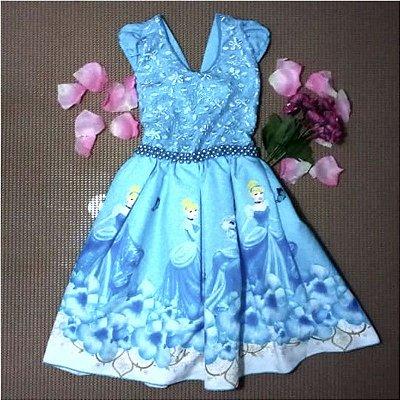 Vestido de festa temática infantil da Cinderela