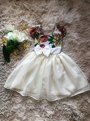Vestido floral branco para ano novo com lacinho no peito branco