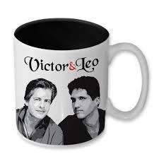 Caneca em Cerâmica Victor e Leo