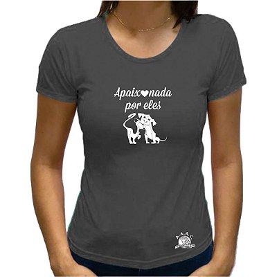 "Camiseta ""Apaixonada por Eles"" - Cor GRAFITE - BABY LOOK"