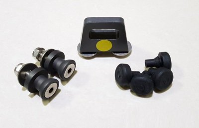 kit fixação de baús Monokey na base-bagageiro Skydder