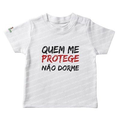 Camiseta Infantil Quem Me Protege Não Dorme