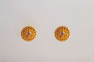Brinco Círculo Pequeno Com Zircônia Central Folheado em Ouro 18k