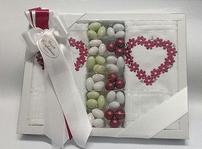 Caixa presente G  com 2 toalhas de lavabo e 180gr de amendoas em sabores e cores variados