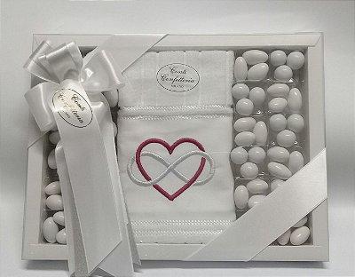 Caixa presente G com 1 toalha de lavabo com 360gr de amendoas sabores e cores variados