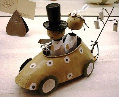 Casal no carro fendi artesanato alemão em lata 13 x 20 x 8 cm