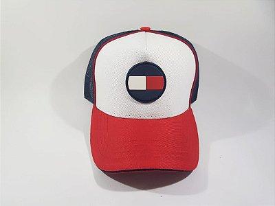 Boné Trucker Strapback Tommy Hilfiger- Aba Curva -  Branco, Azul Marinho e Vermelho