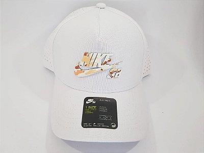 Boné Snapback Nike - Aba curva - Branco