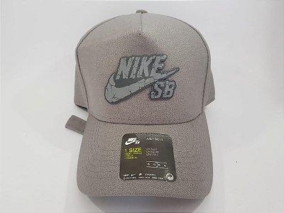 Boné Strapback Nike - Aba curva - Cinza