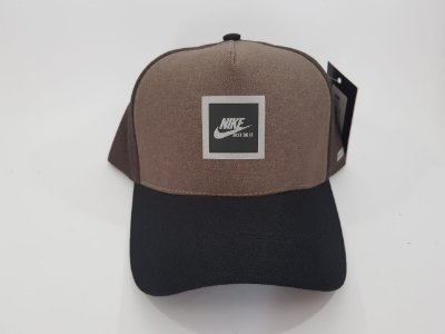Boné Snapback Refletivo Nike - Aba curva