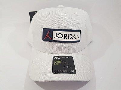 Boné Strapback Jordan Nike - Aba curva - Branco