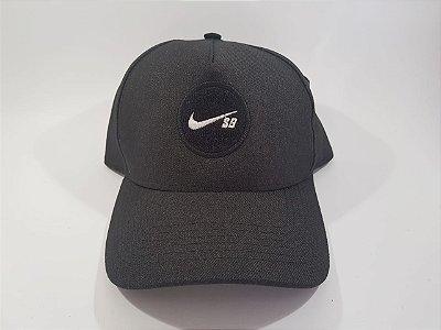 Boné Snapback Nike -Aba curva - Cinza (Chumbo)