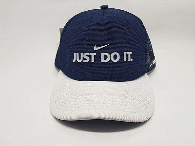 Boné Nike - Snapback - Trucker - Aba curva - Azul marinho e branco