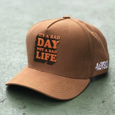 Boné Aversion Snapback Aba Curva Marrom - Model Bad Day