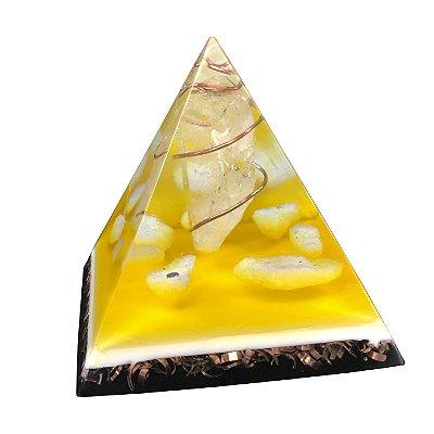 Pirâmide Orgonite Egípcia de Quartzo