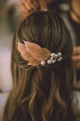Folhas com pérolas - grampo para penteado