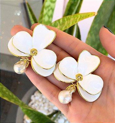 Brinco Orquídea Resinado Com Pérola Barroca