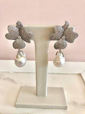 Brinco Flor Cravejado com Pedra Barroca